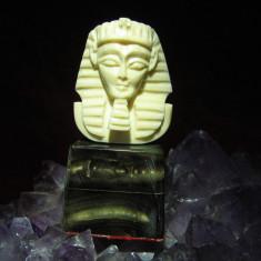 Statueta din fildes Tutankhamon