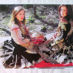 """MOTIVE POPULARE ALBANEZE"", Album costume populare si cusaturi din Albania. Nou, Alta editura"