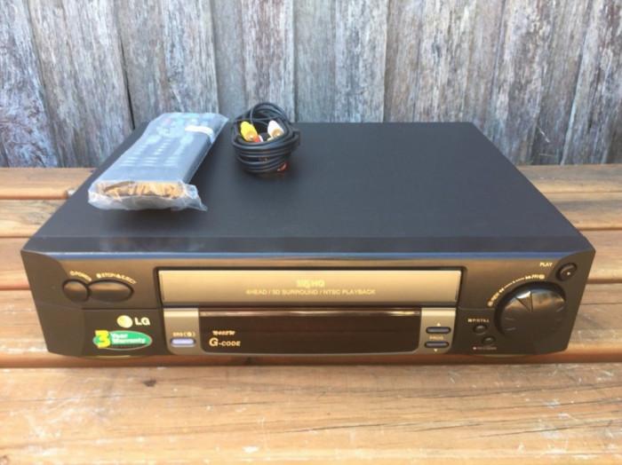 VIDEO RECORDER LG  VHS  NOU foto mare