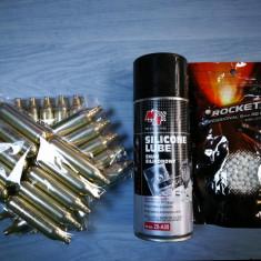 Airsoft pachet 30 x Capsule Co2 + ulei siliconic + bile - Gaz Airsoft
