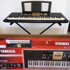 Orga Yamaha YPT-220 ca noua.