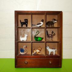 Superb dulapior cu 9 FIGURINE de COLECTIE lucrate manual din STICLA - Miniatura Figurina