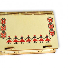 Cutie din lemn cu motive traditionale pentru cadouri şi bijuterii - Cutie Bijuterii