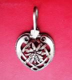 Medalion  inimioara cu   floare  de  colt