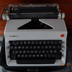 Masina de scris cu transport inclus in pret west germany