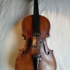 Vand vioara veche de 150 ani, autentificata de un lutier