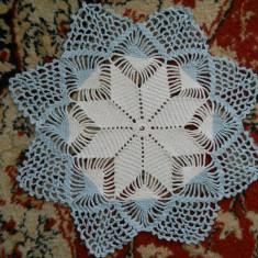 Mileu crosetat alb-albastru