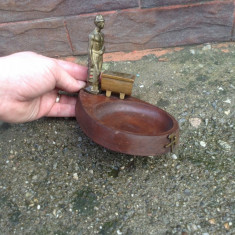 Veche Scrumiera din lemn cu ornamente din bronz !!!