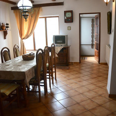 Inchiriez parter vila - Casa de inchiriat, Numar camere: 2, 80 mp, Suprafata teren: 140