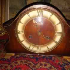 Un deosebit ceas de semineu german cu melodie, functional