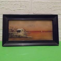 PE MALUL LACULUI , veche  PICTURA IN ULEI  pe STICLA , dimensiuni mici  / tablou, Peisaje, Miniatural