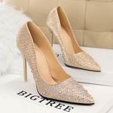 Pantofi stiletto aurii