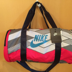Geanta Fitness GYM Nike Raceday Medium Duffel 100% Original ! - Geanta Dama Nike, Culoare: Din imagine, Marime: Medie, Geanta sport, Microfibra