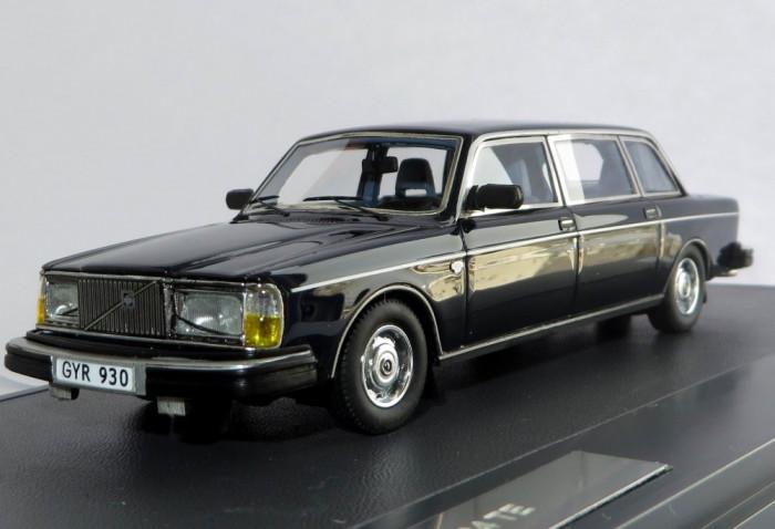 MATRIX Volvo 264 TE state limousine ( dark blue ) 1981 1:43 foto mare