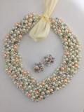 Colier statement handmade alb/crem si roz somon perle sticla
