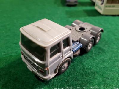 Wiking  MAN Cap tractor Made in Germany scara 1:87 Macheta este din Plastic. foto