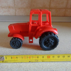 Jucarie veche tractor plastic