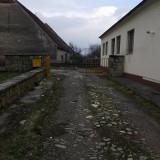 Închiriez teren și clădire