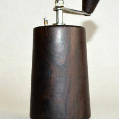Rasnita veche pentru piper din lemn masiv si metal cromat - anii '60 Zassenhaus - Cutie Reclama