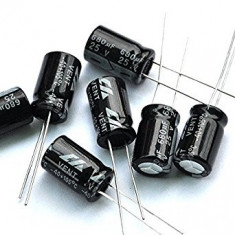 680uF 25V - Condensator
