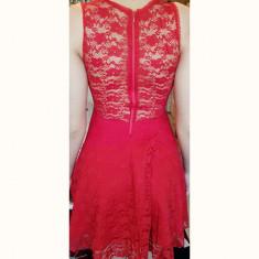 Rochie roșie scurtă, Rosu