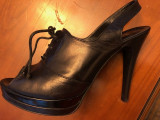 Pantofi Baldinini negri decupati la varf, 38, Negru, Cu toc, Balenciaga