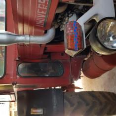 Vând tractor U650 + plug + remorcă + disc. Stare forte bună. Telefon: 0784251881