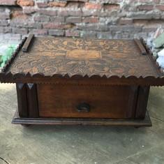 Nr.559 Caseta veche Baroc din lemn pentru corespondenta.
