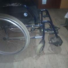 Vând scaun cu rotile