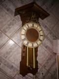 Superbă pendula ceas de perete cu 2 greutăți de o mărime impozanta