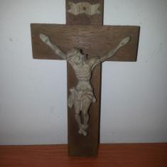 Crucifix -Isus sculptat din lemn, bratul stang lipit, 15x9 cm