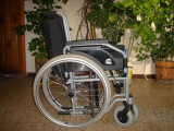 Vand scaun cu rotile pliabil nefolosit,scaun cu rotile cu wc,cadru metalic