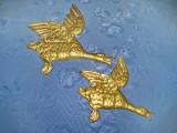 Set 2 Aplice vechi Gaste salbatice zburand stil Art Deco alama masiva bronz.