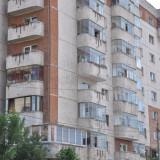 Vind apartament 3 camere sector 5, Etajul 9