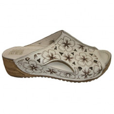 Papuc de vara cu aspect deosebit, bej cu design floral maro (Culoare: BEJ, Marime: 39) - Papuci dama, Marime: 38