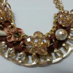 Colier in stil baroc cu compozitii florale pe nuante maro sau crem (Culoare: MARO) - Colier fashion