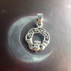 Pandantiv argint pentru indragostiti Claddagh cu nod celtic