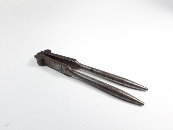 e Spargator vechi pentru nuci si alune