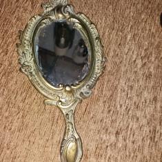 Oglinda de mana  din bronz
