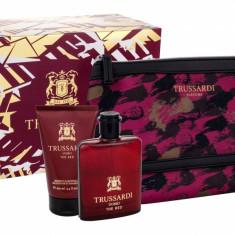 Apa de toaleta Trussardi Uomo The Red Barbatesc 100ML Edt 100 ml + Gel de dus 100 ml + Cosmetic bag - Parfum barbati