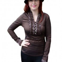 Camasa la moda, nuanta de maro, cu decolteu in V si nasturi (Culoare: MARO, Marime: 38) - Camasa dama