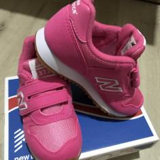 Adidasi New Balance Junior 373 - Adidasi copii New Balance, Marime: 28.5, Culoare: Roz