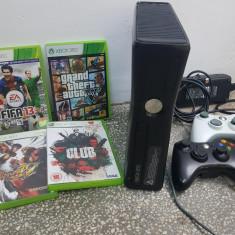 Xbox 360 Microsoft, 4GB, WiFi, Negru + 2 manete + 4 jocuri