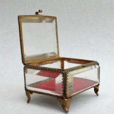Cutie, caseta veche pentru bijuterii cristal - sticla fasonata