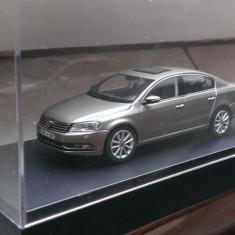 Macheta Volkswagen VW Passat B7 gri/cenusiu - Schuco 1:43