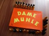 Piese  de  sah  - lemn  +  joc   Dame  Muhle