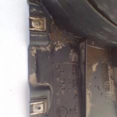 Aparatoare noroi stanga fata spre fata BMW Seria 3 E90 / E91 An 2004-2012 cod 51718040101