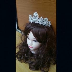 Diadema,tiara argintie cu cristale