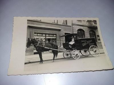 Fotografie veche,Trasura trasa de cal,Magazin CAFE,Trasura inscriptionata,T.GRAT foto