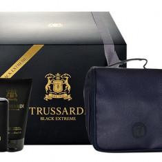 Apa de toaleta Trussardi Black Extreme Barbatesc 50ML Edt 50ml + 100ml Shower Gel + Cosmetic Bag - Parfum barbati